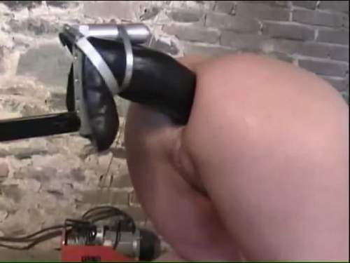 Anal – Fuckmachine with colossal size strapon anal amateur