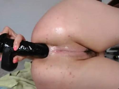 Closeup – Mad webcam closeup dildo anal deep penetration