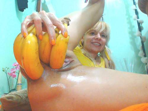Dildo Porn – Four bananas and other vegetables penetration in monster prolapse ass
