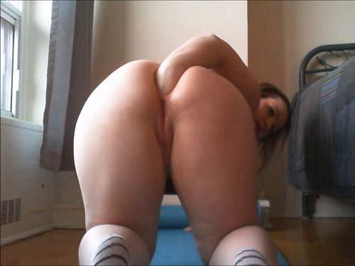 Anal – Plump girl try anal fisting homemade in doggy style pose
