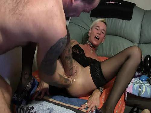 Anal – Unique mature amateur double fisting and big rosebutt