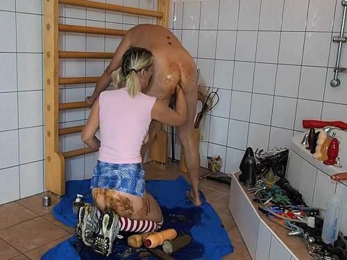 Scat Blowjob – Rare amateur femdom scat fisting to slave husband