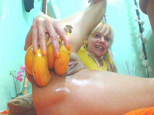 Vegetable Anal – Raisa anal prolapse stretched with huge bananas
