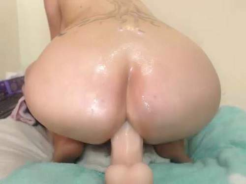 Long Dildo – Booty whore with huge tits solo big dildo rides