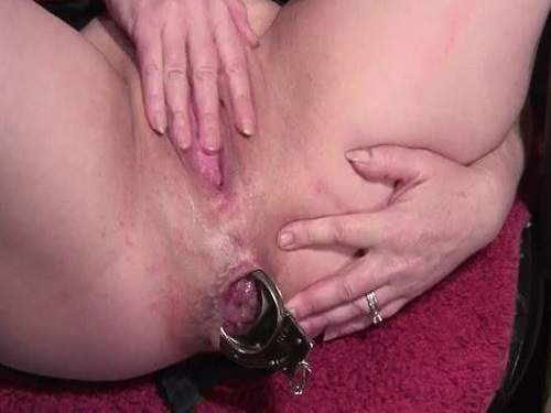 Gape Ass – Perverted milf wearing police uniform and double insertion