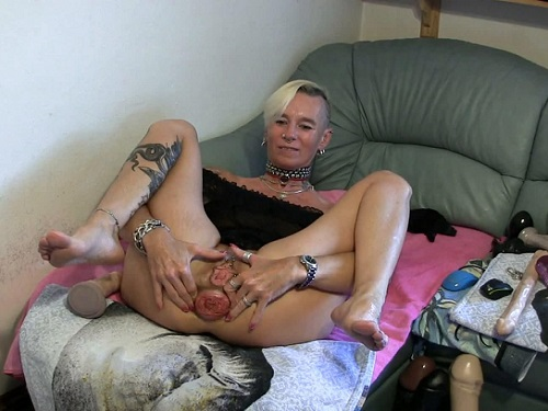 Prolapse – Sexy tattooed blonde with big ass prolapse amazing