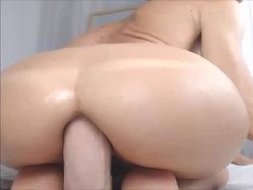 Dildo Anal – Booty spanish slut rides on a epic dildo