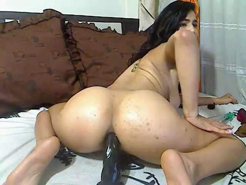 Pussy Insertion – Teen booty shake and dildo rides after