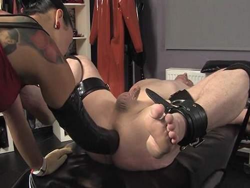 Anal Fisting – Amateur female domination fisting to bondage husband