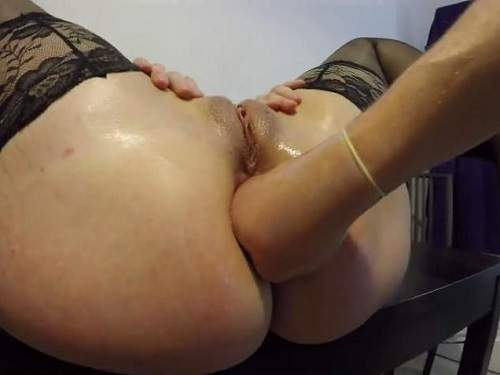 Closeup – First anal fisting to loose little sweet gaping