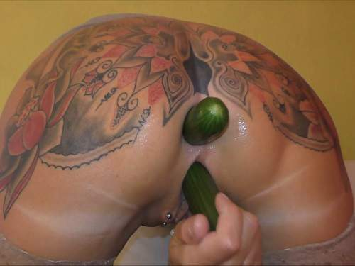 Pussy Insertion – New 2017 vegetable porn anal and pussy tattooed milf