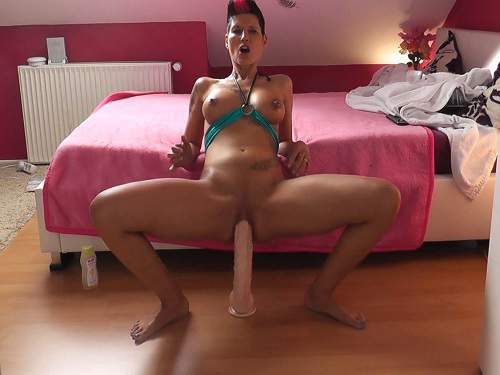 Webcam – Tattooed german milf huge dildo rides solo webcam