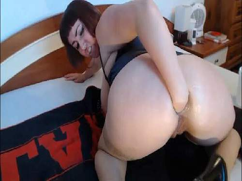 Closeup – Booty girl gets fisted hardcore in doggy style to gaping