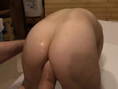 Close Up – Hairy brunette gets fisted in doggy pose homemade