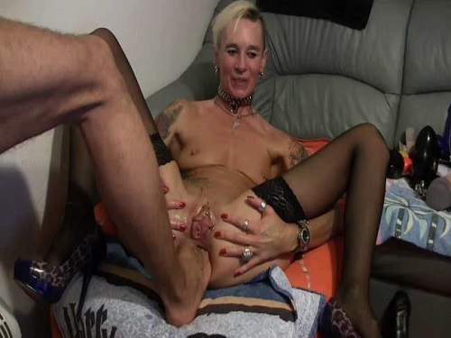 Anal Fisting – Lady-Isabell666 gets footing and double fisting anal amateur