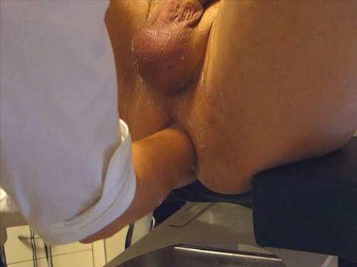 Amateur – Water enema and hard deep female fisting domination