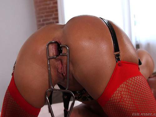 Speculum – Eve and Aiden lesbians speculum anal gapes stretching