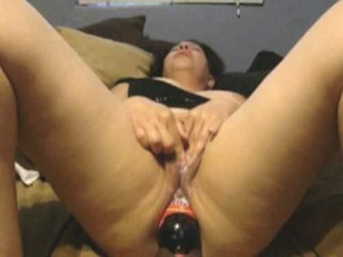 Gape Ass – Amateur Isela huge bottle and gaping ass