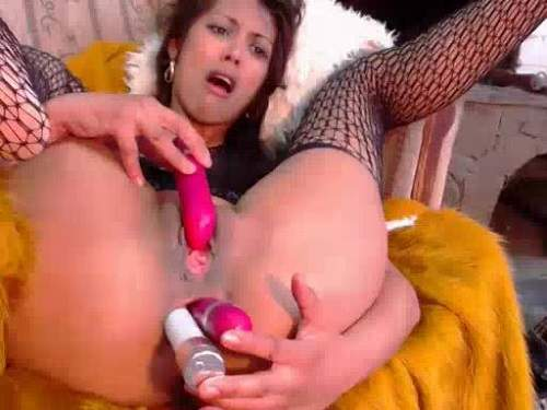Anal – Hot brunette double dildo inserted herself into loose ass