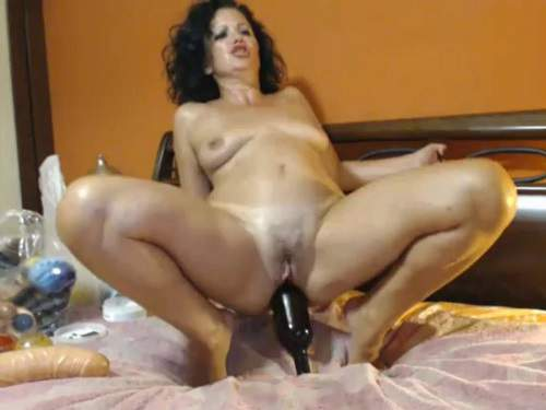 Bottle Anal – Curly mature wine bottle rides and loose her ass