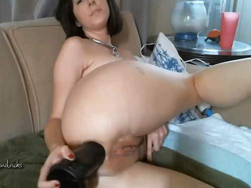 Busty Girl – Busty camgirl Molly Hendricks big black dildo anal games