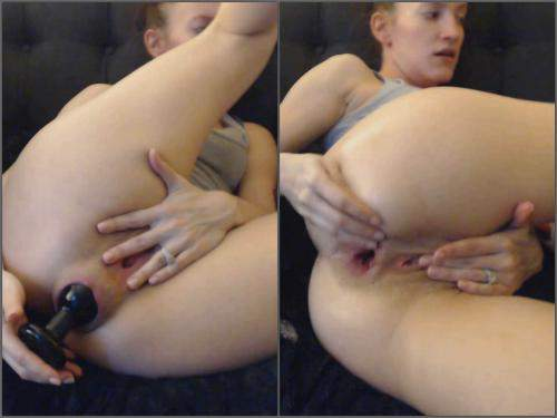 Huge Dildo – Kitty Darlingg anal fun with fist and giant dildos