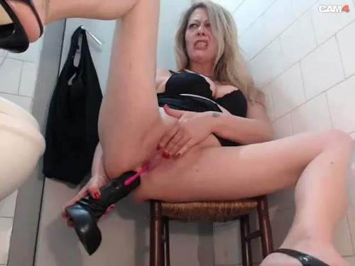Mature Anal The Shopkeeper Dildo Plays Behind The Counter And In