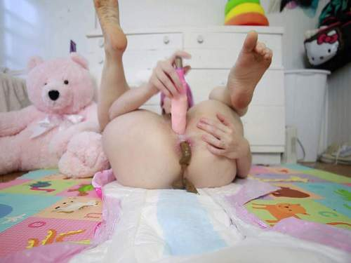 Smearing Scat – BabyDollNaughty open diaper pooping – scat dildo porn