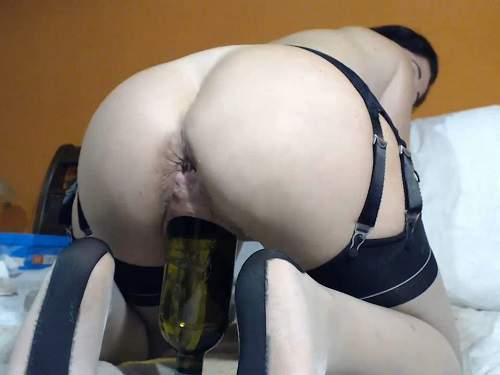 Dildo Riding – Queenvivian wine bottle and dildo sex vaginal webcam show