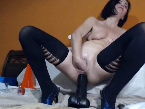 Dildo Porn – Webcam MILF Viviana76 insertion rubber big dildo and bottle in her wet vagina