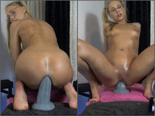 "Dildo Riding – SiswetLive 12"" elephant trunk fully penetration in her asshole"