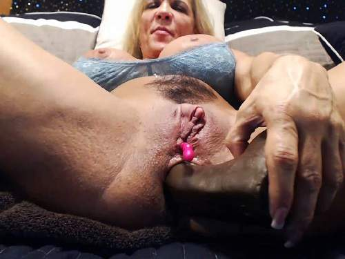Clitoris – Big clit MILF musclemama4u dildo insertion in asshole and pussy