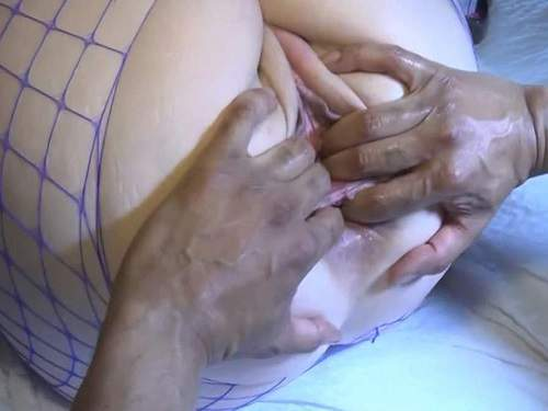 Amateur Fisting – Big ass MILF gets double penetration with fist and cock POV porn amateur