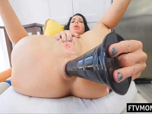 Veronica Avluv – Veronica Avluv self penetration monster black pyramide dildo anal