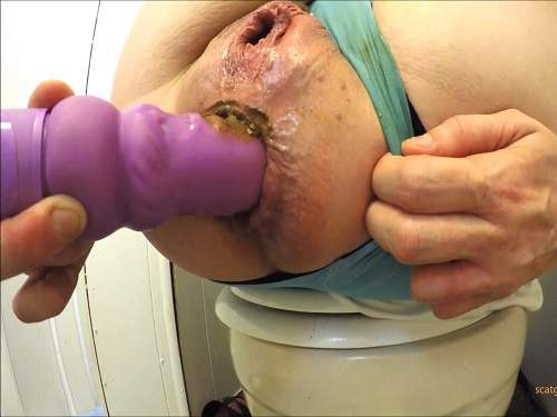 Solo Scat – Scatgoddessamanda penetration dildo in her shitting anal rosebutt in the toilet