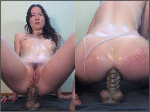 Dildo Riding – BadDragonSlayer hot oiled up anal play webcam show