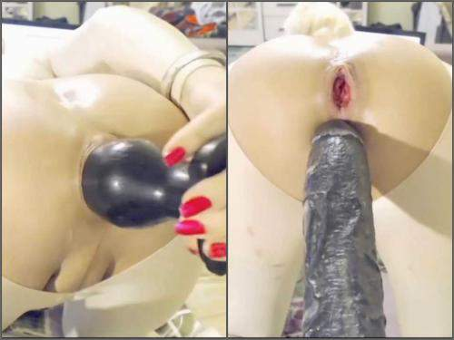Rosebutt – Webcam shemale monster dildos penetration closeup in doggy pose
