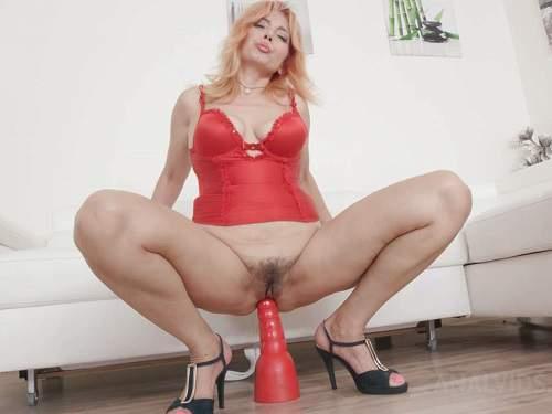 dildo anal,dildo riding,huge dildo sex,huge dildo penetration,anal ruined,anal creampie,blonde girl anal creampie