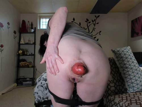 Scat Prolapse – Amateur SCAT MILF stretching her awesome size prolapse anal