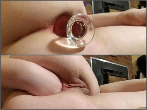 Amateur – Analgirlforever glass plug insertion in gaping hole