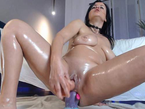 Close Up – Big tits oiled body brunette double and triple dildos penetration