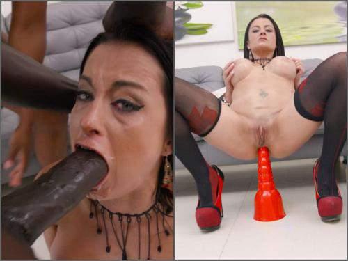 Bianka Blue – Busty MILF Bianka Blue gets peeing domination and DAP sex