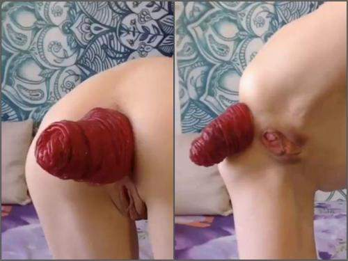 Close Up – Very short but extreme anal prolapse video with russian Clairet