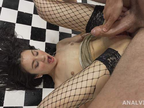 Teen Squirting – Francesca Palma little anal gape loose and peeing domination