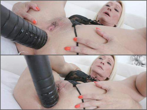 Mature Penetration – Big ass blonde MILF Bethie Lova big black dildo sex anal