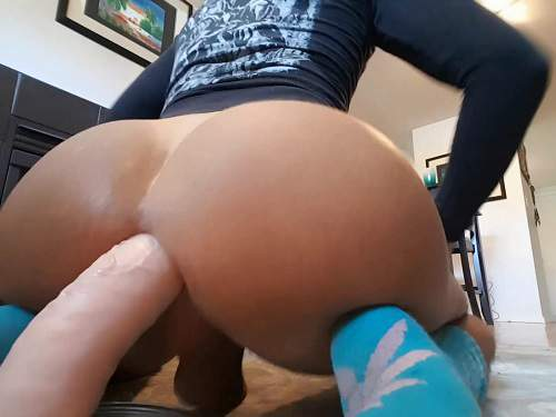 Dildo Anal – Big ass shemale Bubblebuttbum insertion dildo fully in asshole