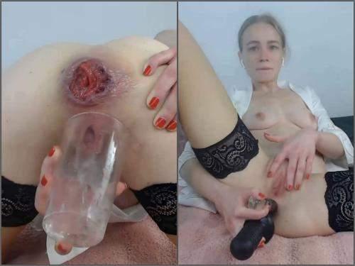 German Girl – Kinky german girl JanaBellaCam squirt during anal prolapse show