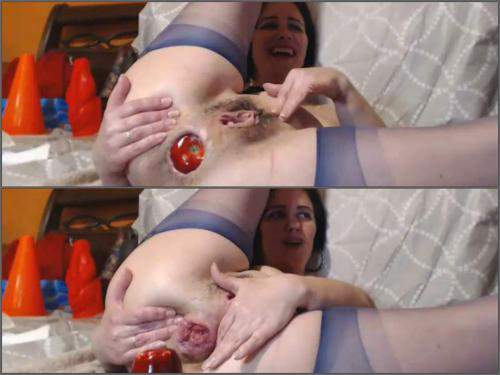 Apple Anal – Kinky brunette Analvivian with saggy tits huge apple and transparent ball in rosebutt anal