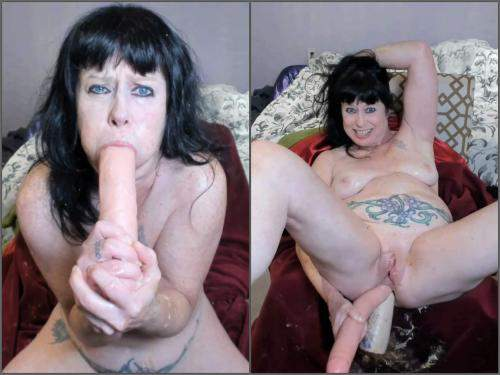 Puke – Perverted MILF DAP with huge dildos and puke porn