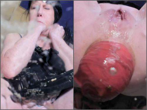 Scat Prolapse – Fantastic anal prolapse seen through clear glass with dirty MILF